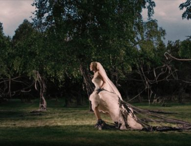Melancholia (2011) – the visually striking overture, an eerie dreamscape & an exquisite cinematic symphony of death